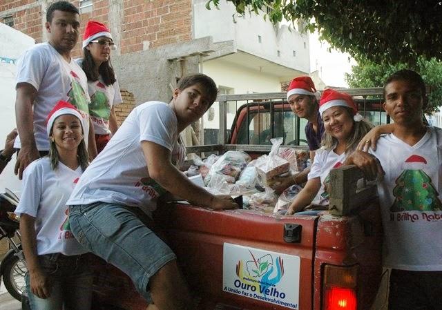 Prefeitura de Ouro Velho distribui cestas básicas para população carente
