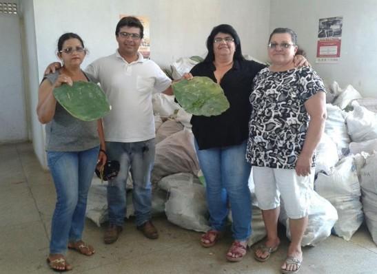 Prefeitura de Ouro Velho distribui raquetes de palma com agricultores