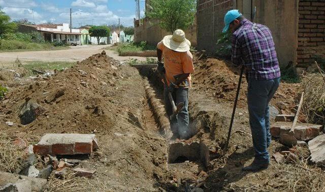 Prefeitura de Ouro Velho inicia obra de construção da rede de esgoto