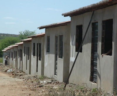 Obras de 40 casas populares estão em fase de acabamento em Ouro Velho