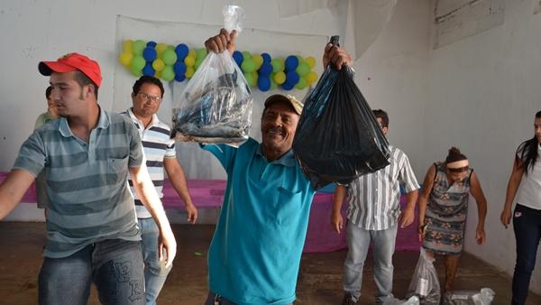 Prefeitura de Ouro Velho PB, distribui peixes para população carente