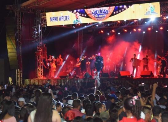 Multidão prestigia 1ª noite do São João de Junho de Ouro Velho
