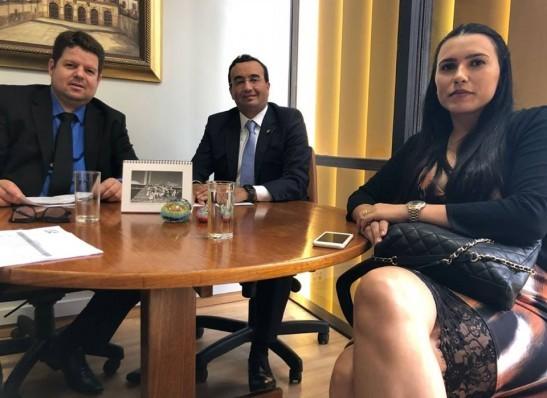 Prefeita de Ouro Velho consegue liberação de emenda no valor de R$ 190 mil