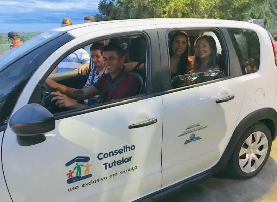 Prefeita entrega carro 0km para o Conselho Tutelar