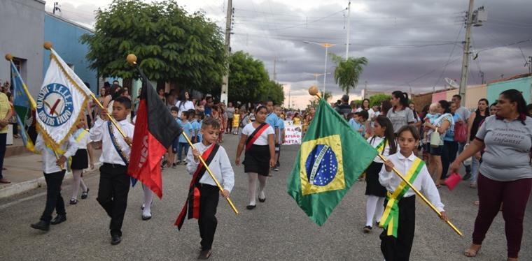 Prefeitura realiza desfile cívico em comemoração ao dia 7 de setembro em Ouro Velho