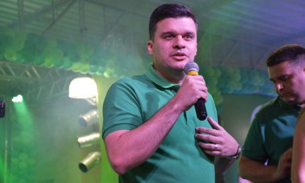 Prefeito de Ouro Velho anuncia multa diária de 1% para empresas que atrasam obras executadas com recursos próprios