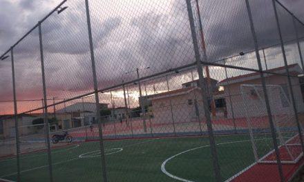 Prefeitura conclui obra de mais uma quadra de esportes em Ouro Velho