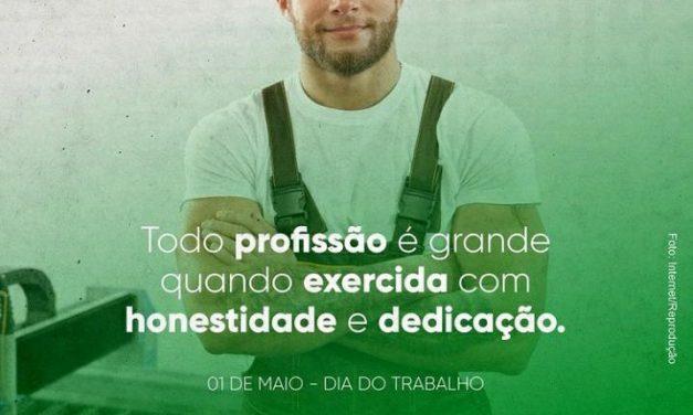 """OURO VELHO: Dr. Augusto Valadares divulga mensagem em homenagem ao trabalhador: """"Toda profissão é grande quando exercida com honestidade e dedicação"""""""