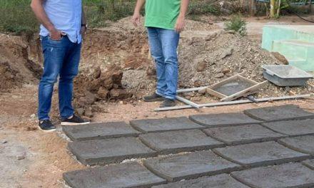 Prefeito de Ouro Velho fiscaliza construção de cisternas que irá beneficiar a população da zona rural