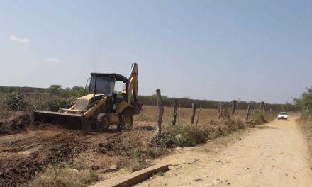 Ouro Velho: prefeito assina ordem de serviço para construção de mais uma passagem molhada na zona rural